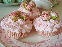 FCC061 Set of 3 Faux Cupcakes - NEW DESIGNS - Pink Floral Paisley Base/pink rose clusters